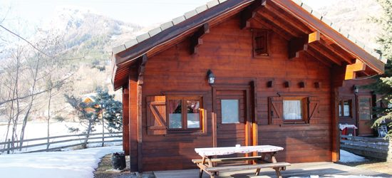 https://www.camping-ecrins.com/wp-content/uploads/2019/02/chalet-roomy-hiver-550x250.jpg